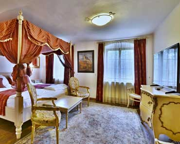 Pictures De Luxe Suite at Villa Conti, accommodation in Cesky Krumlov